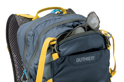 Duthie, front zip pocket
